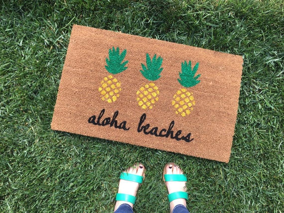 Aloha Beaches Pineapple Doormat / Pineapple Decor / Funny Welcome Mat / Custom, Personalized Doormat / Outdoor Doormat / Cute Doormat
