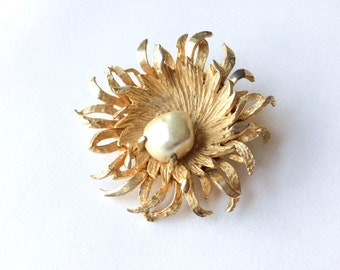 Benedikt NY gold tone and pearl floral brooch | Gold starburst pin |