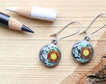Colored pencils recycled earrings, pewter and resin - Colored pencils recycled into round earrings, pewter and resin