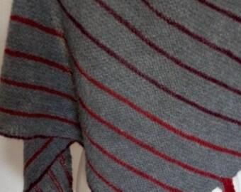 Hand knit shawl alpaca grey triangular wrap unisex gift /Bufanda triangular shawl knitted in alpaca alpaca scarf