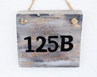 Outdoor house number, Farmhouse home number, Rustic number sign, Wooden street number, Wood number yard sign, Number plaque, Porch sign wood