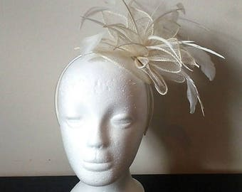 Ivory feather fascinator, ivory wedding fascinator, ivory derby fascinator, flower fascinator, fascinator with feathers, cream fascinator