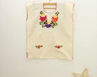 Mexican blouse/EMBROIDERED FLOWERS