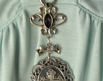 Slipknot necklace with cameo in silver cross - elegant gothic fashion classic lolita