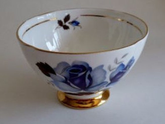 Royal Imperial sugar bowl//Vintage sugar bowl/Finest bone china sugar/Blue rose/Gold rim/Made in England/nut bowl/solid gold rim/1950s/1960s