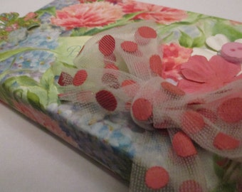 Gift Box - Floral Dots