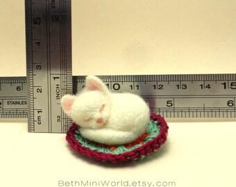 Dollhouse cat Miniature- White cat sleeping- Needle felted- OOAK-Ready to Ship