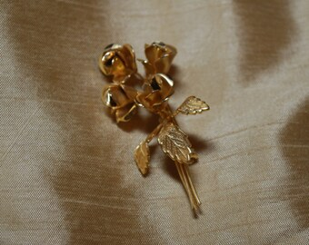 Vintage Gold Tone Rose Bouquet Brooch J1-009