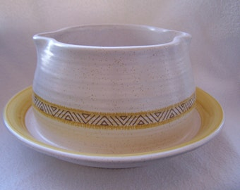Franciscan Gravy Boat with Attached Underplate in the Hacienda Gold (USA) Pattern