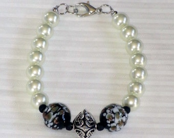 black glass and pearl beaded bracelet