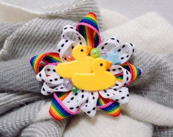 twin ducklings brooch