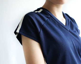 90s Navy Blue Activewear Jersey Tee / Vintage T-Shirt / Women's Activewear / 90s Fitted Sport Tee / Vintage Clothing / 90s Women's Clothing