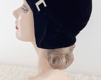 Vintage 1920's Cloche | Black Velvet Cloche With Arrow Rhinestone Pin | Vintage Cloche | Art Deco Hat | 1920's Hat |