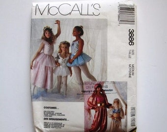 152436f8c Vintage Sewing Pattern Little Girls Barbie Simplicity from ...