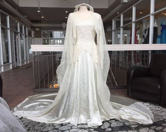 Long sleeved vintage dress with cathedral veil