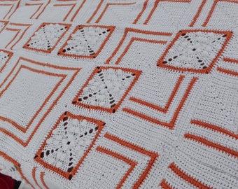 Graphic retro ' 70s-style blanket