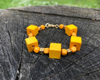 Woodz bracelet | Colors Yellow & Gold, Wooden cubes
