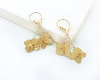 Floral Earrings, Dogwood Blossoms, Floral Jewelry, Bridesmaids Jewelry, Dangle Earrings, Goldtone Earrings, Flower Earrings, by Durango Rose