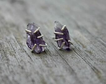 Raw amethyst earrings - sterling silver - asymmetrical earrings - amethyst studs - rustic earrings - claws - amethyst crystal earrings