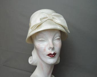 Vintage Hat Ivory Fabric Bucket Hat with Bow Front, 1960s fits 21 inch head