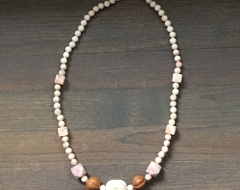 Vintage lucite and wood chunky geometric beaded necklace ivory pink brown