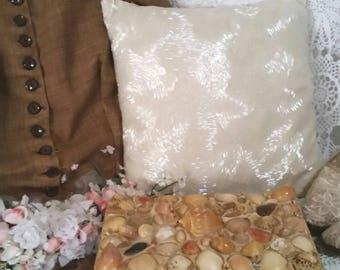 vintage shell box, treasure box, box decorated with shells, pirate box, 90s does victorian, victorian box
