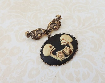 Conjoined twins cameo brooch -bronze skeleton brooch - Skull cameo brooch-Gothic steampunk jewelry -Gothic victorian brooch- Freaks