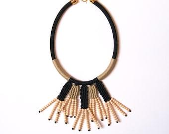 lola collier de perles en bois collier ethnique. Black Bedroom Furniture Sets. Home Design Ideas