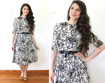 50s Dress / 1950s Black and White Scroll Wall Art Print Full Skirt Dress