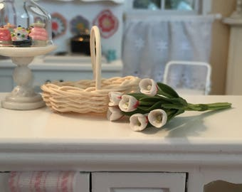 Miniature Tulips, White Tulips, 6 Stem Bunch, Dollhouse Miniature, 1:12 Scale, Mini Flowers, Dollhouse Flowers, Tulip Bunch