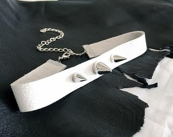 leather choker // spike choker necklace // white leather choker collar // spike collar for women // white choker with spikes // goth choker