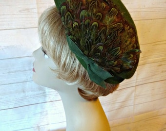 Green Beret - Green Feather Hat - Moss Green Wool Felt Hat with Brown Feathers - Vintage 1950s Hat
