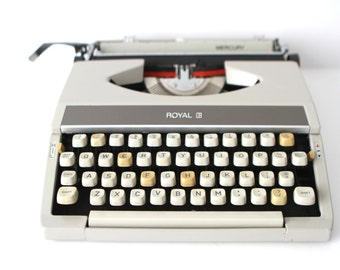 vintage ANTIQUE typewriter ROYAL tan cream portable manual TYPEWRITER with case works perfectly