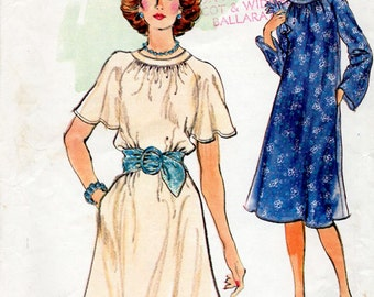 1970s Flared Tent Dress Pattern Vogue 9237 Vintage Sewing Pattern Pretty Boho Dress with Gathered Neckline & Flutter Sleeves Bust 34