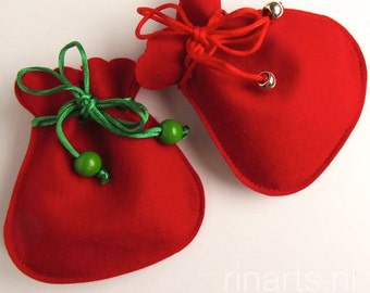 Drawstring bag / drawstring pouch / drawstring purse in red pure wool felt. Gift under 10. Christmas gift. Gift bag. Favor bag
