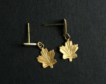 Vintage 1970s Gold Plated Metal Canadian Maple Leaf Drop/Dangle Earrings