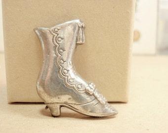 Realistic Victorian Shoe, 27mm, Metal Button, Silver-tone Edwardian Boot