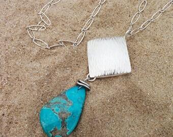 Blue turquoise pendant. Silver turquoise pendant. Colgante con turquesa azul. Colgante de plata. Boho turquoise jewelry. Boho pendant.