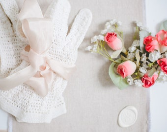 50s White Crochet Gloves. French Knot. - HAND MADE. Stretch Cotton Lace. // MED, Size 6 - 7 - 7.5 // Costume Gloves, Bridal Gloves