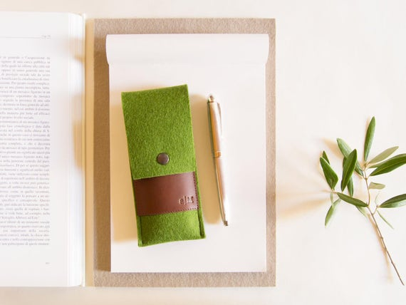Felt and leather PEN HOLDER / sunglasses case / pencil case / green and brown / wool felt / wool felt pencil case / felt case