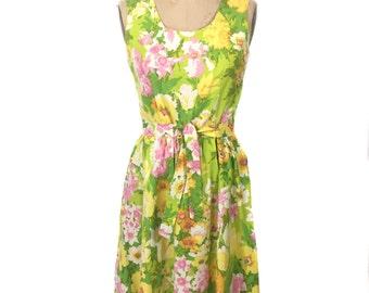 vintage 1970s floral dress / spring pastels / summer dress / belted dress / women's vintage dress / size medium