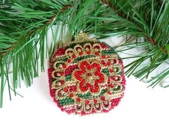 Plastic Canvas Ornament Christmas Ornament Round Ball Ornament