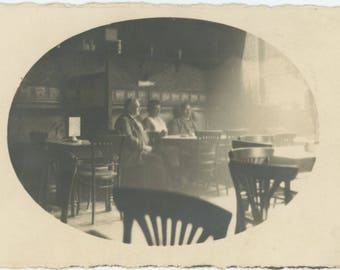 Vintage Snapshot Photo RPPC: Restaurant Interior, c1910s (75575)