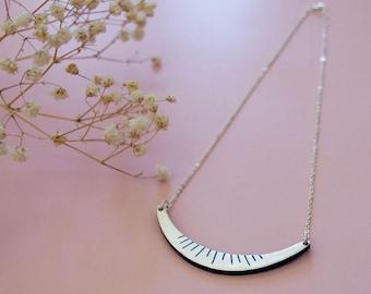 Necklace DAHLIA Navy - Engraved gold leaf -