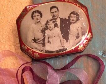 Early 1930s British Royal Family Antique Tin Box, King George VI, Queen Elizabeth, Rileys Toffee Tin, Vintage Tin Box, Romantic Décor