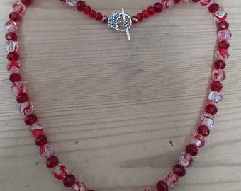 Vintage red and white faceted glass bead necklace