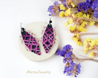 Bohemian feathers, micro-macrame earrings, macrame jewelry, pink magenta black, free spirit, boho chic, beaded, holiday gift for her