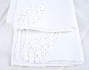 Vintage White Knit Embroidered Linen / Décor / Hand Towels / Napkins