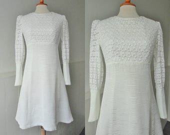 60s White Lace Vintage Dress // A-Line // Big Cuffs // Fabric Buttons // Size S
