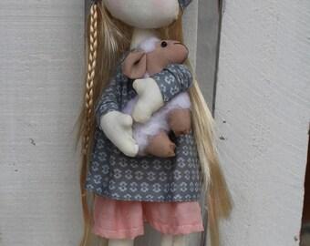 Rag doll hand made poupée de chiffon  with a sheep For decoration , Modèle Anushka